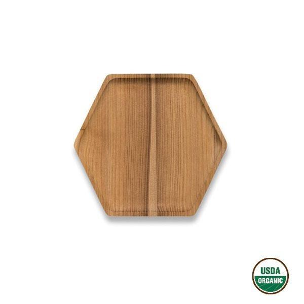 La bandeja de madera de cedro hexagonal pequeña puede utilizarse tanto para servir el café, el té o llenarla de comida, aperitivos o canapés.