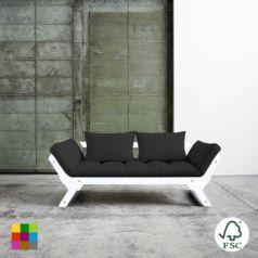 El diván cama Bebop blanco oscuro incluye un futón de 12 cm de anchura como parte acolchada y cojines para el respaldo.
