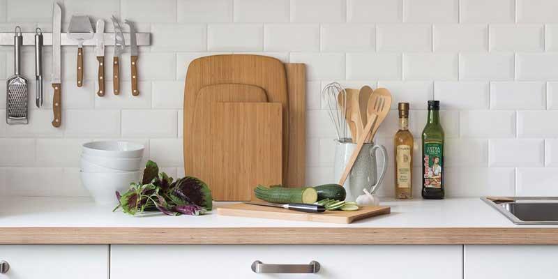 Podrás preparar tus platos con utensilios buenos, duraderos y fáciles de limpiar. Todas nuestras propuestas están fabricadas con materiales naturales. Utensilios especialmente seleccionados para ti.