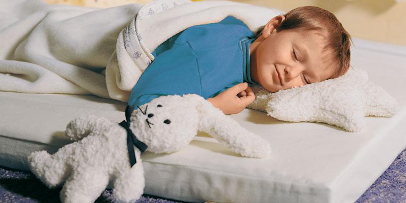 En la etapa de crecimiento de los niños es conveniente disponer de un equipo de descanso infantil que facilite el desarrollo del esqueleto, los tendones y del tejido muscular. Este equipo de descanso, además, debe facilitar que el niño repose en una posición fisiológica y anatómica correcta para lograr un sueño aún más equilibrado.