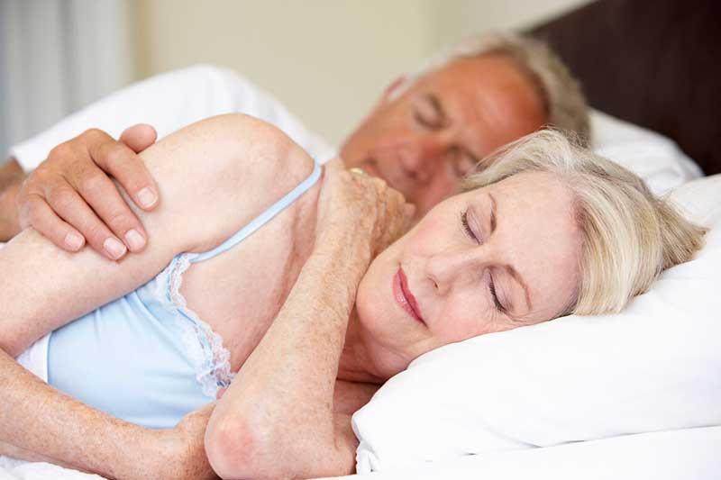 Por qué es tan importante dormir bien cuando nos hacemos mayores