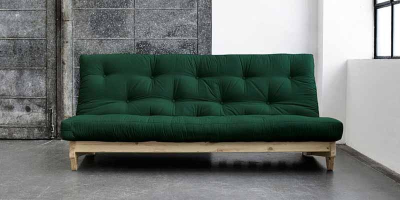 Los sofás cama de Karup se abren y se cierran simplemente con un abrir y cerrar de ojos, sin tener que mover muebles de alrededor o formar alboroto. Los sofás cama Karup son auto-montables y llegan a casa en una caja cerrada.