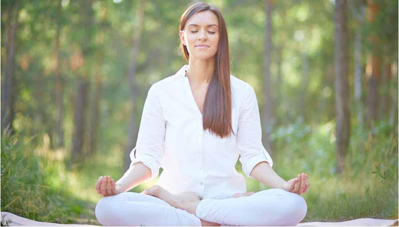 La meditación mejora la memoria, alivia el estrés, la ansiedad y la depresión, reduce la presión sanguínea y aumenta la felicidad.