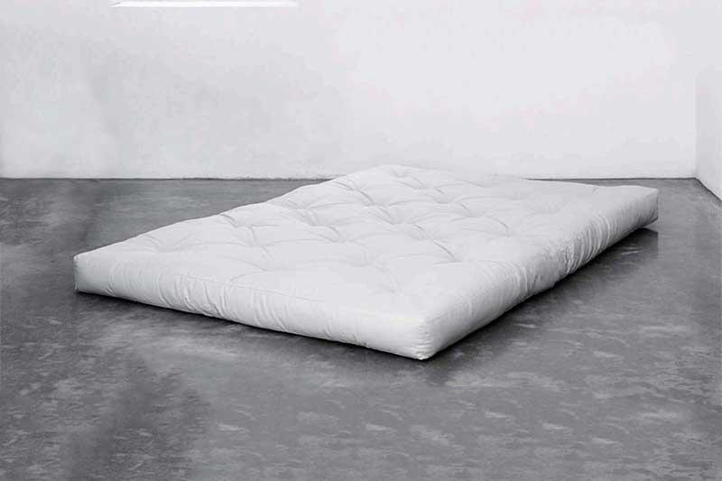 Te contamos las ventajas que ofrece dormir en un futón encima de un tatami