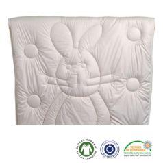 El tacto es asombrosamente suave y el relleno de 800 gr de lana permite una regulación natural de la temperatura que asegura un entorno de descanso agradable y seco. - Ítem
