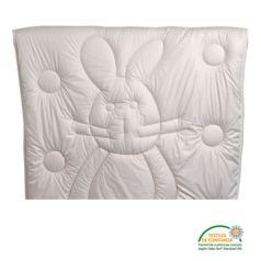 La funda, hecha de suave algodón satén, está cosida con el relleno mediante una costura que dibuja a Hare Bobo.