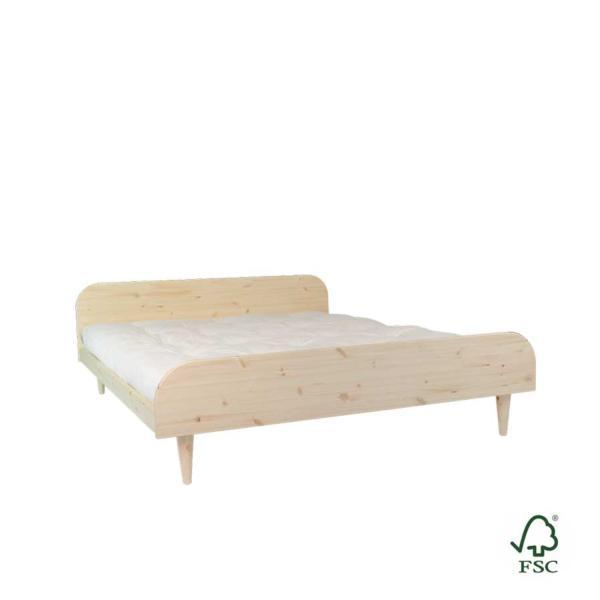 La cama de madera Twist está disponible en dos colores: natural o blanco satinado. Puedes elegir entre tres medidas de ancho: 140, 160 o 180 cm.