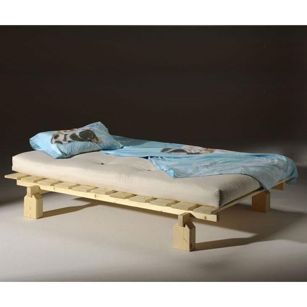 Kit es una cama de madera natural sin herrajes metálicosfabricada de forma sostenible con pino macizo certificado