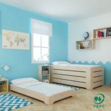 La cama de madera infantil apilable es un mueble ecológico de estilo nórdico fabricada con madera maciza de pino extraída de bosques sostenibles y con certificado PEFC.