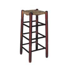 El taburete de madera sin respaldo y asiento de enea tiene el asiento está trenzado con enea