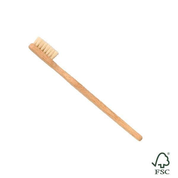 El cepillo de dientes de madera está hecho de madera de haya de bosques alemanes
