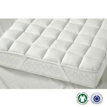 El topper Cesena light de Prolana se sujeta al colchón de forma segura, proporcionando durante la noche mayor comodidad y calidez. - Ítem