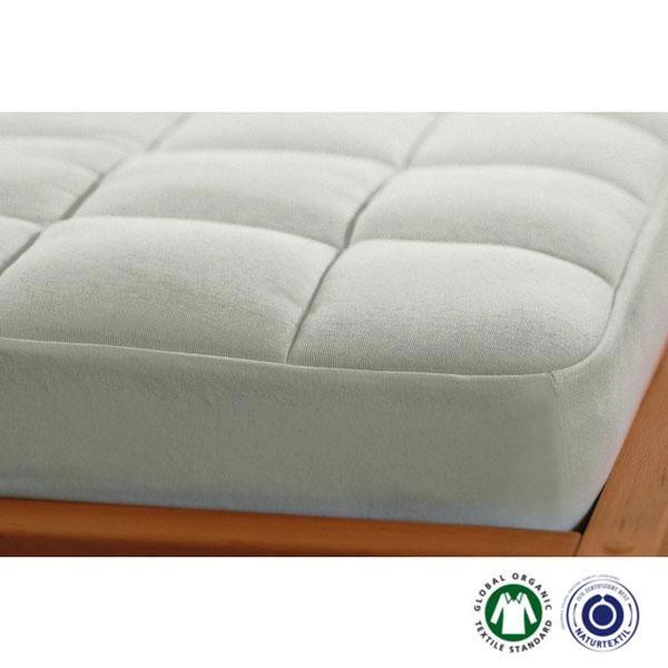 El topper natural Cesena thick de Prolana se ajusta al colchón perfectamente gracias a sus bordes elásticos y asegura durante la noche mayor comodidad y calidez.