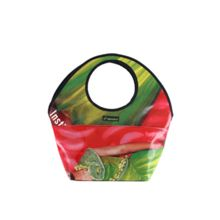 El bolso reciclado Marbella permite llevarlo colgado al hombro o en la mano.