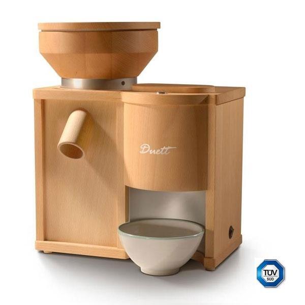 El molino Duett 200 es un molino de 17,5 kg de peso. La tolva del molino de harina puede albergar hasta 1,4 kg de grano y la tolva del molino de copos 0,2 kg. Las piedras para moler son de corindón.