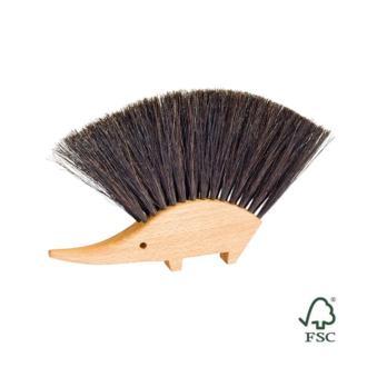 Cepillo artesanal de la marca alemana Redecker en forma de erizo muy útil para recoger las migas de la mesa