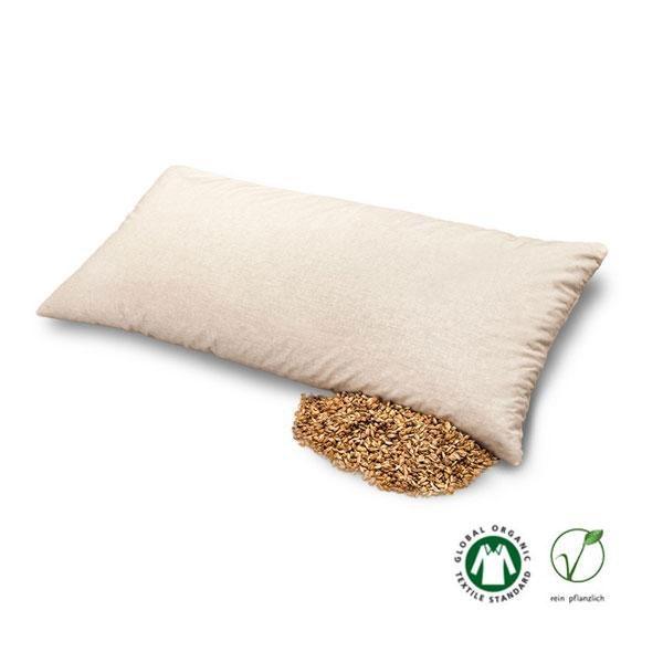 La almohada de cáscara de espelta Baumberger es muy ligera, retiene bien el calor y se adapta perfectamente a la forma del cuello y de la cabeza. La funda con cremallera es de suave algodón 100%.