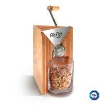 El molino de copos manual Flic Floc está realizado en madera de haya tratada con aceite vegetal orgánico y los rodillos son de acero inoxidable.