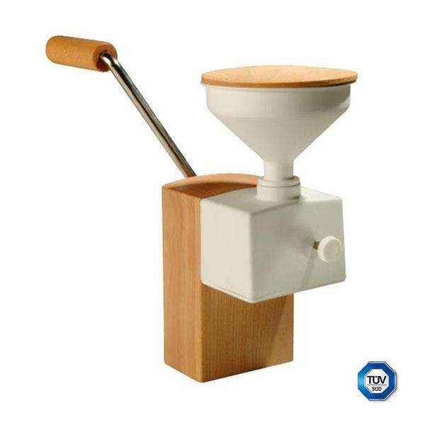 El molino de copos manual Flocino está realizado en madera de haya tratada con aceite vegetal orgánico y los rodillos son de acero inoxidable. Además, incorpora una tolva con tapa para 100 gr de cereal.