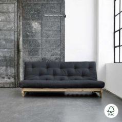 El sofá cama Fresh lacado natural es un sofá de tres plazas que con un simple gesto se convierte en una cama doble con futón.