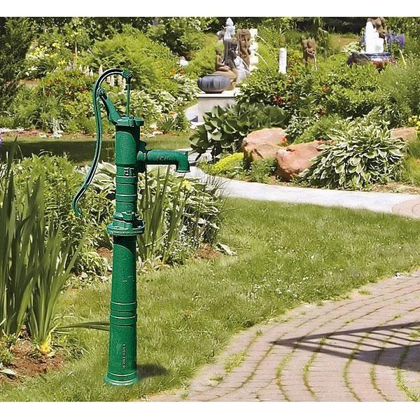 La fuente manual clásica es un fuente de bombeo es ideal para decorar el jardín o para la extracción manual del agua de un depósito/pozo en caso de no disponer de electricidad.