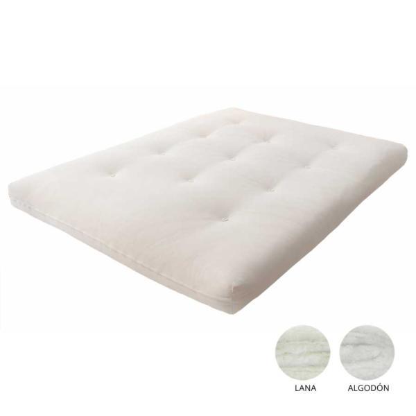El futón de algodón y lana tiene una cara de algodón y la otra de lana. Confeccionado a mano con capas de algodón puro y lana de oveja superpuestas del tamaño del futón y fijadas mediante el sistema cosido especial que evita que se desplacen.
