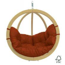 La Silla-Hamaca Globo Terracota puedes colgarla de un árbol, de una viga o sujetarla al soporte de madera (no incluido). - Ítem
