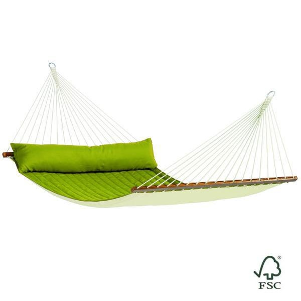 La Hamaca de barras doble Alabama verde está fabricada con tejido acolchado e incluye también un cojín alargado del mismo color que la hamaca.