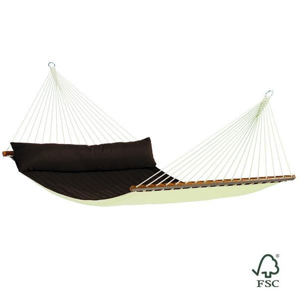 La Hamaca de barras doble Alabama arábica está fabricada con tejido acolchado e incluye también un cojín alargado del mismo color que la hamaca.
