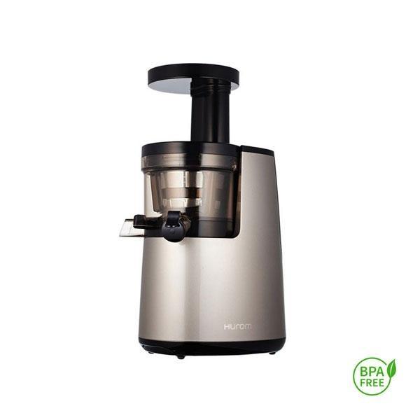 Extractor de zumos Hurom HH 2ª Generación gris se diferencia del resto de electrodomésticos de su gama por su rodillo prensador que aprovecha al máximo el prensado de la pulpa deshechándola prácticamente seca (zumo más líquido).