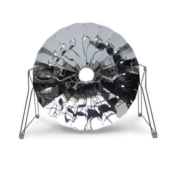 La barbacoa solar Cookup Inox te permite cocinar utilizando la energía del sol, sin peligro de quemarse, ya que no se produce ninguna llama, pero con la misma eficacia que un modelo de barbacoa tradicional.