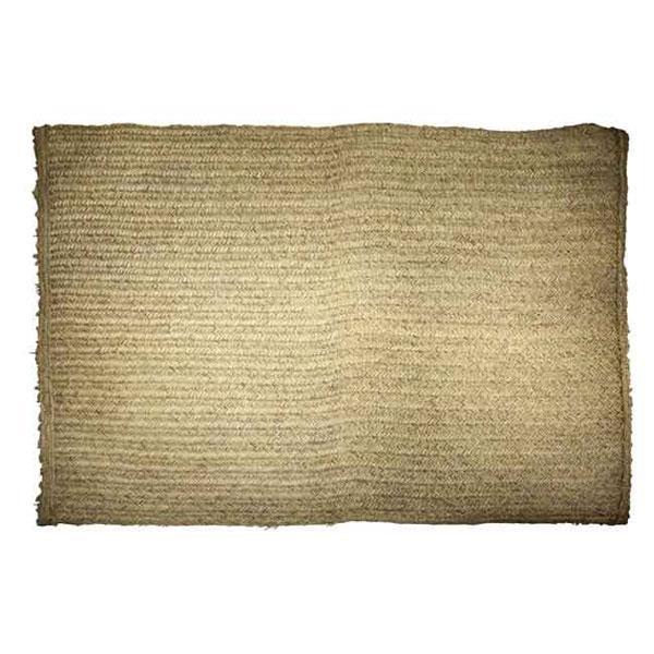 La alfombra de esparto Iz: la geometría y su sobriedad sin complejos del esparto, que sabe integrarse en cualquier ambiente y circunstancia...