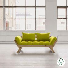 El diván cama Bebop verde pistacho es perfecto para combinar en cualquier tipo de ambiente, está fabricado con madera de pino macizo escandinavo de tala certificada FSC.