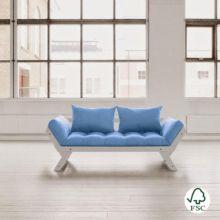 El Diván cama Bebop azul celeste es perfecto para combinar en cualquier tipo de ambiente, está fabricado con madera de pino macizo escandinavo de tala certificada FSC.