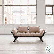 El diván cama Bebop marrón es perfecto para combinar en cualquier tipo de ambiente, está fabricado con madera de pino macizo escandinavo de tala certificada FSC.