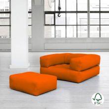 El sillón cama Cube naranja es un mueble ecológico de lo más divertido: se convierte en sillón cama y con reposapies.