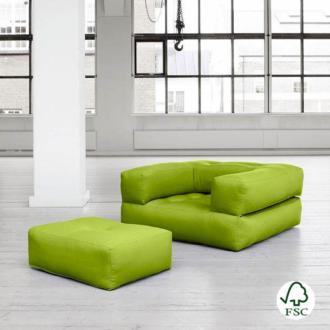El sillón cama Cube verde pistacho tiene un diseño juvenil y es muy resistente gracias a sus botones de costura.