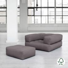 El Sillón cama Cube gris tiene un diseño juvenil y es muy resistente gracias a sus botones de costura.