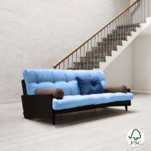 El sofá cama Indie azul celeste es un sofá de tres plazas con estructura de madera maciza.