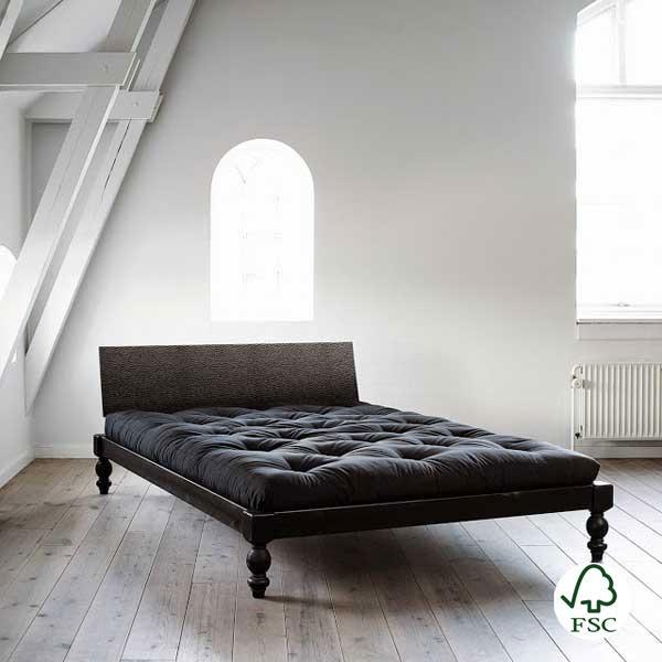 La cama de madera Rock-o fabricada por Karup con madera