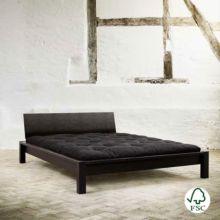 En la cama de madera de diseño nórdico Tami es posible elegir el color del cabecero hecho también en madera natural libre de químicos