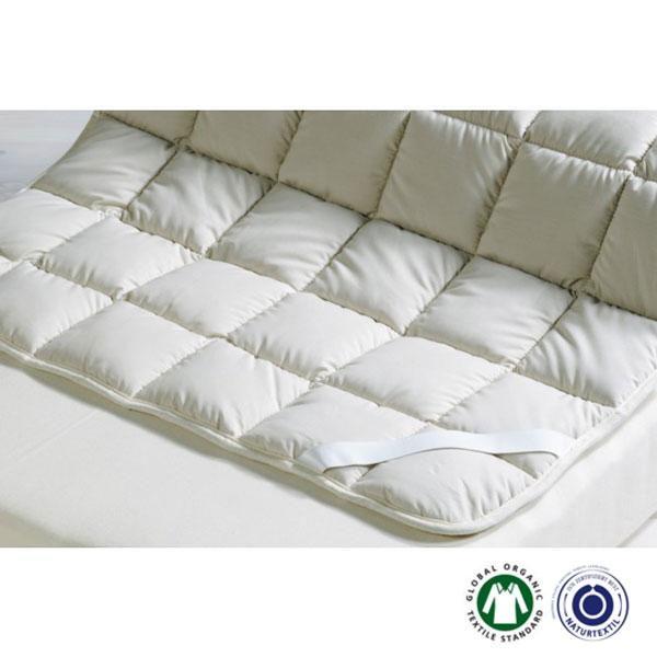 El Topper reversible Padua de lana y algodón es un sobrecolchón para cualquier época del año. Para el verano, ponlo por la cara de la seda salvaje, fresca y seca, con funda de algodón satén.