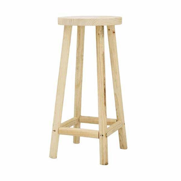 Al taburete de madera Piedra no se le aplica ningún tratamiento de protección ni barniz ni ceras