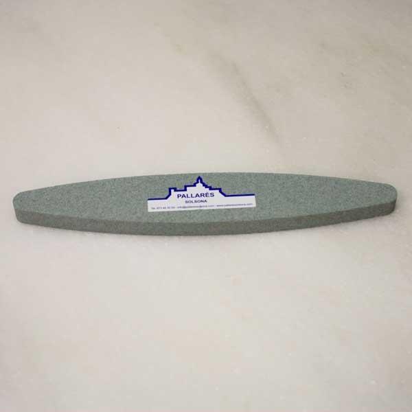 La piedra de afilar guadaña verde es un bloque abrasivo de carburo de silicio en forma elíptica especial para el afilado de guadañas, cuchillos, navajas, etc.