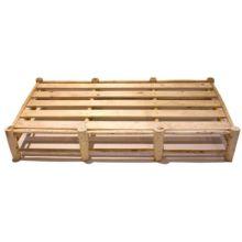 El canapé de madera Positano mantiene al máximo sus formas originales.