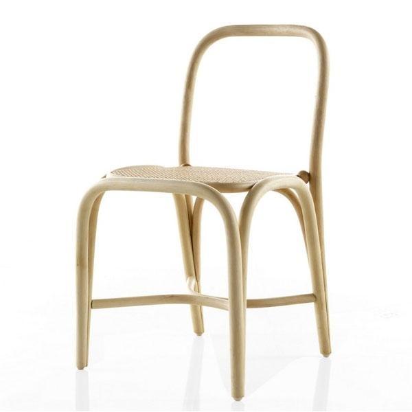 El sillón de rattan Fontal: El sillón de rattan Fontal, recuerda a las sillas de siempre, pero se le ha querido dotar de una nueva apariencia manteniendo, eso sí, su ligereza, calidez y simpatía.