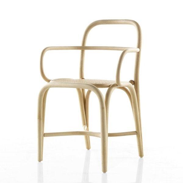 El sillón comedor de rattan Fontal está disponible tintado en diferentes colores además del natural.