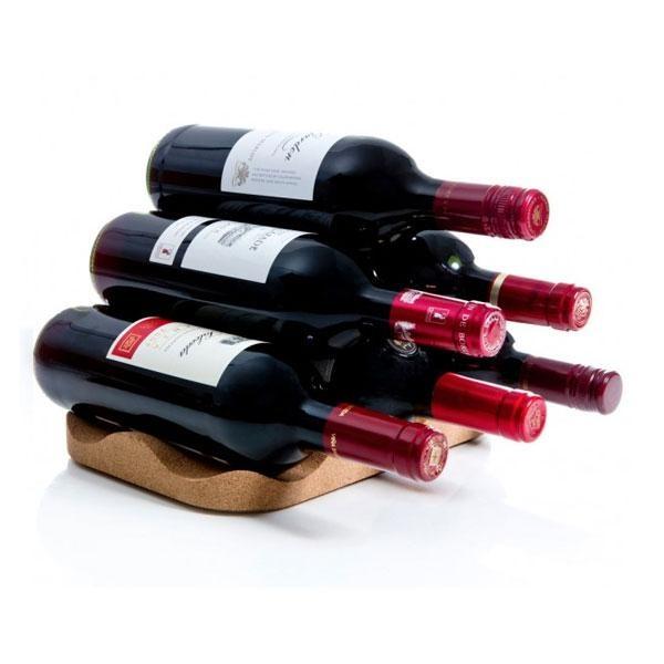 El botellero de vino corcho es una forma práctica e inteligente de guardar el vino