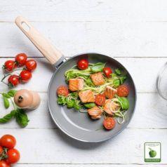 La sartén Wood Be de la marca Green Pan es una sartén ecológica con una base de inducción Magneto y revestimiento cerámico antiadherente Thermolon™.