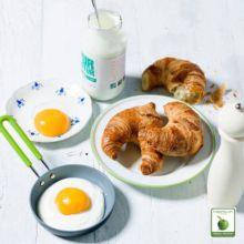 La sartén ecológica Mini redonda es una sartén divertida y llena de color diseñada para cocineros creativos. Tanto si te apetecen unas torrijas, unas tortitas, huevos con panceta o una hamburguesa con queso